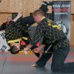 Hapkido – Kupprüfung – Souveräne Leistungen am Prüfungstisch des Großmeisters